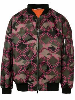 Valentino куртка-бомбер 'VLTN' с камуфляжным принтом RV0CIE06VFI