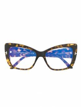 Tom Ford Eyewear солнцезащитные очки в массивной оправе 'кошачий глаз' TF5602B
