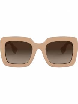 Burberry Eyewear солнцезащитные очки в массивной квадратной оправе BE4284379313