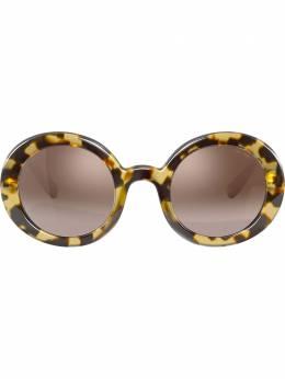Miu Miu Eyewear солнцезащитные очки в круглой массивной оправе MU06US7S0QZ9