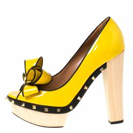 Valentino Yellow/Black Patent Leather Wooden Platform Rockstud Trim Bow Detail Peep Toe Pumps Size 38.5 224149