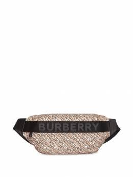 Burberry поясная сумка среднего размера с монограммным узором 8011616