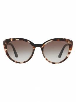 Prada Eyewear солнцезащитные очки в оправе 'кошачий глаз' PR02VS