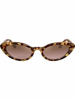 Miu Miu Eyewear солнцезащитные очки в оправе 'кошачий глаз' MU09US7S0QZ9