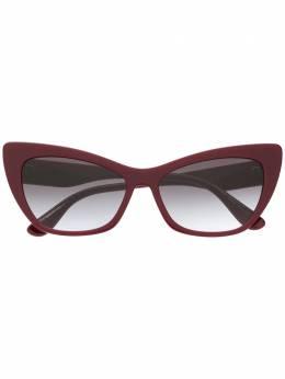 Dolce&Gabbana Eyewear солнцезащитные очки в оправе 'кошачий глаз' DG437030918G
