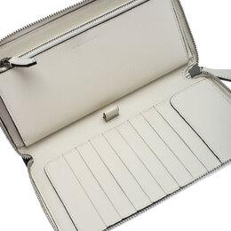Burberry Black/White Leather Zip Around Wallet 243646