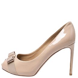 Salvatore Ferragamo Beige Patent Leather Pola Vara Bow Peep Toe Pumps Size 40.5 251591