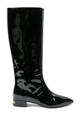 Черные лаковые сапоги с декором на каблуке Moschino 2249173933