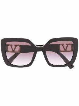 Valentino Eyewear солнцезащитные очки в массивной оправе с логотипом VLogo 0VA4065AC