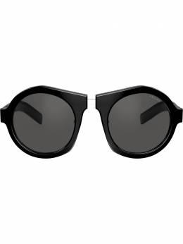 Prada Eyewear солнцезащитные очки в массивной круглой оправе PR10XS1AB5S0