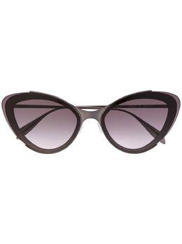 Alexander McQueen Eyewear солнцезащитные очки в оправе 'кошачий глаз' 611140I3330