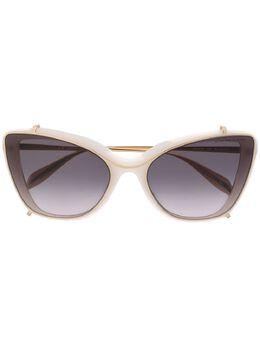 Alexander McQueen Eyewear солнцезащитные очки в оправе 'кошачий глаз' 611091J0740