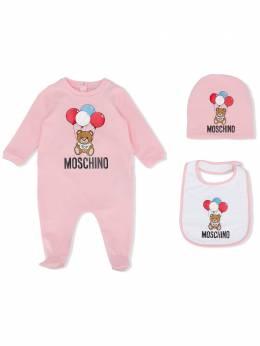 Moschino Kids комплект из комбинезона с шапкой и нагрудником MUY02WLBA00
