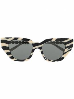 Gucci Eyewear солнцезащитные очки в оправе 'кошачий глаз' с кристаллами GG0641S002