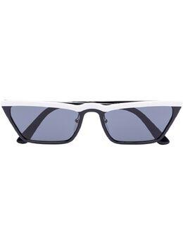 Prada Eyewear солнцезащитные очки в оправе 'кошачий глаз' с затемненными линзами 0PR19USYC45S058