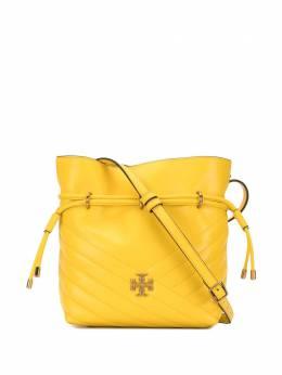 Tory Burch стеганая сумка-ведро Kira с узором шеврон 64439