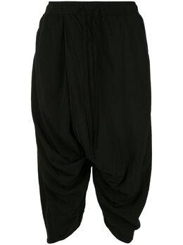 Julius укороченные брюки с низким шаговым швом 697PAM5