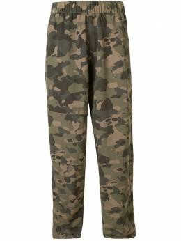 The North Face брюки с камуфляжным принтом NF0A48VJLQ7