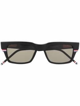 Thom Browne Eyewear солнцезащитные очки в прямоугольной оправе TBS714