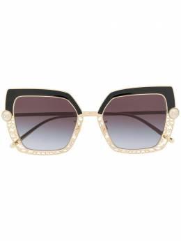 Dolce&Gabbana Eyewear солнцезащитные очки в фигурной оправе с жемчугом DG2251H