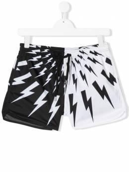 Neil Barrett Kids плавки-шорты в стиле колор-блок с принтом Bolt 024237