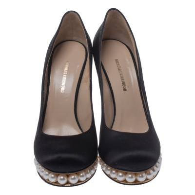 Nicholas Kirkwood Black Satin And Faux Pearl Embellished Platform Pumps Size 38 292001 - 2