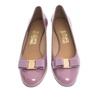 Salvatore Ferragamo Pink Patent Leather Vara Bow Block Heel Pumps Size 40.5 294418 - 2