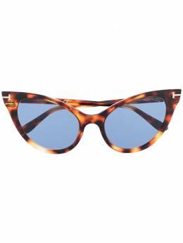 Tom Ford Eyewear солнцезащитные очки в оправе 'кошачий глаз' FT0820