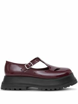 Burberry лакированные туфли с Т-образным ремешком 8031246