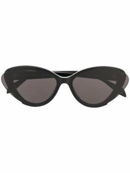 Alexander McQueen Eyewear солнцезащитные очки в оправе 'кошачий глаз' с затемненными линзами 622073J0740