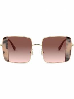 Miu Miu Eyewear солнцезащитные очки Noir в квадратной оправе MU56VS07D0A6