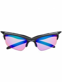 Oakley солнцезащитные очки в массивной оправе OO9154
