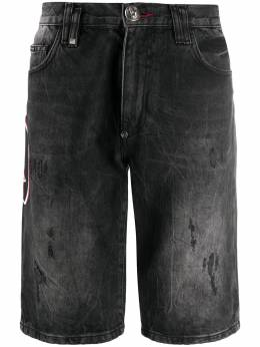 Philipp Plein джинсовые шорты с декором Skull F20CMDT2218PDE004N
