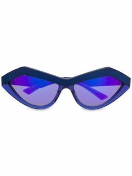 Bottega Veneta Eyewear солнцезащитные очки в каплевидной оправе BV1055S