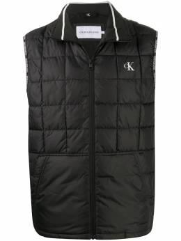 Calvin Klein Jeans стеганый жилет с логотипом J30J315678BAE