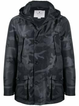 Woolrich пальто с капюшоном и камуфляжным принтом WOOU0290MRUT2352