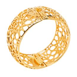 Ch Carolina Herrera Gold Tone Filigree Bangle Bracelet 330766