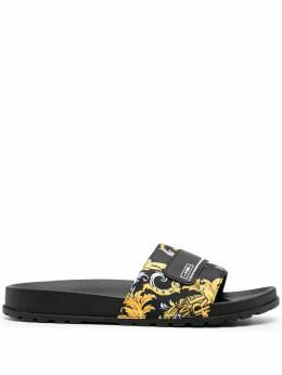 Versace Jeans Couture шлепанцы с принтом Barocco EE0YZASQ4E71626