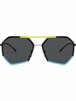 Prada Eyewear солнцезащитные очки в семиугольной оправе с тисненым логотипом PR62XS0A903A