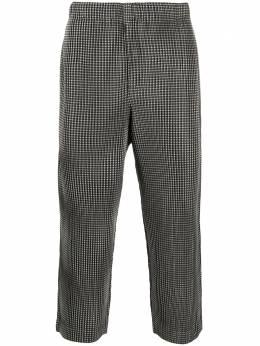 Issey Miyake Men укороченные брюки с геометричным принтом HP08JF241