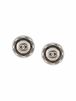 Chanel Pre-Owned 1996 pre-owned CC-engraved round earrings EARSGREYMETALLOGO