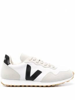 Veja кроссовки с нашивкой-логотипом RR012364B