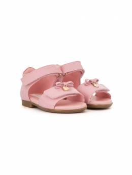 Dolce & Gabbana Kids сандалии с бантом и подвеской D20045A1328
