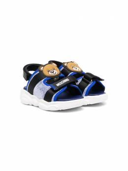 Moschino Kids сетчатые сандалии 67379