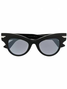 Bottega Veneta Eyewear солнцезащитные очки в оправе 'кошачий глаз' 579058V2330