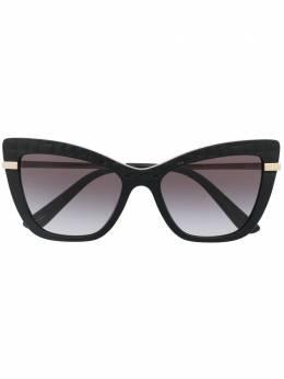 Dolce&Gabbana Eyewear солнцезащитные очки в оправе 'кошачий глаз' с принтом DG437432888G