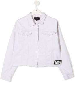 DKNY Kids джинсовая куртка с нашивкой-логотипом D36637